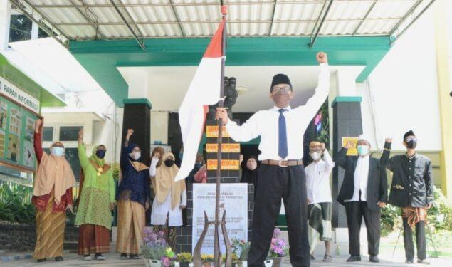Bangkitkan Semangat Baru, Guru SD Al Falah Surabaya Gelar Teatrikal Sumpah Pemuda